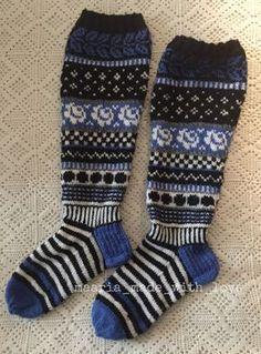 Fair Isle Knitting, Knitting Socks, Hand Knitting, Knit Shoes, Sock Shoes, Wool Socks, Leg Warmers, Christmas Diy, Stockings