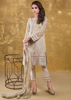 Pakistani Casual Wear, Pakistani Lawn Suits, Pakistani Outfits, Elegant Dresses, Casual Dresses, Eastern Dresses, Kurta Style, Pakistan Fashion, Pakistani Designers