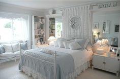 quarto com cama com cortina - Pesquisa Google