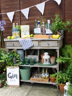 We created a Gin Tasting Bar for the garden! Diy Garden Bar, Garden Yard Ideas, Gin And Prosecco, Greek Decor, Gin Tasting, Outdoor Dinner Parties, Birthday Bbq, Gin Bar, Bar Displays