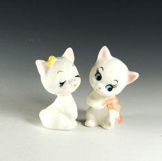 Lover Kitties Figurines / Set of 2 Ceramic Cats / White Cats / Serenading Cat