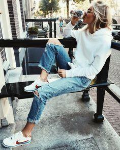 #StreetStyle #WhiteHoodie #CutOutJeans #NikeSneakers