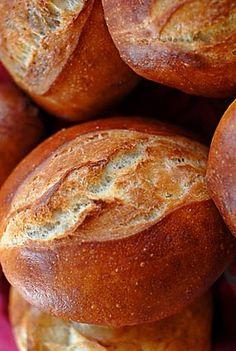 How to Make Brotchen (German Hard Rolls) - ddr - currywurst German Bread, German Baking, German Brotchen Recipe, Pain Artisanal, Pain Pizza, Hard Rolls, Bread Recipes, Cooking Recipes, Recipes