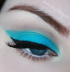 """the caption said, """"Nicki Minaj """"Beez In The Trap"""" Inspired Makeup"""", what does she have to do with classic-cat-eye make up?"""