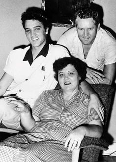 ♪♫♪♪ The Presley Family. Elvis Aaron Presley - January 8, 1935 Tupelo, Mississippi, U.S. DiedAugust 16, 1977 (aged 42) Memphis, Tennessee, U.S. Resting place Graceland, Memphis, Tennessee, U.S. Education . L.C. Humes High School Occupation Singer, actor Home town Memphis, Tennessee, U.S. Spouse(s) Priscilla Beaulieu (m. 1967; div. 1973) Children Lisa Marie Presley