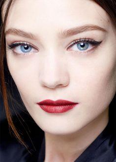 Seven Distinctive Summer Eye Makeup Trends 2013