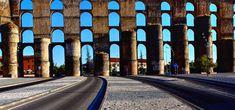Elvas: O belo e monumental aqueduto da Amoreira - Portugal - SAPO Viagens Portugal, Sidewalk, 15th Century, Urban Landscape, Toad, Building Homes, City, Viajes, Monuments