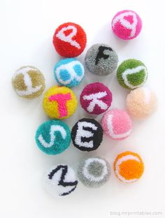 OH MY GAWDDD! The cuteness is killing me! Never in a million years would I have thought that making alphabet pom poms were possible! Kids Crafts, Crafts For Seniors, Craft Stick Crafts, Craft Ideas, Pom Pom Rug, Paper Pom Poms, Tulle Poms, Tulle Tutu, Tissue Paper