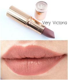 "The Happy Sloths: Charlotte Tilbury Matte Revolution Lipsticks in ""Very Victoria"" & ""Bond Girl"": Review and Swatches"