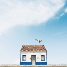 Photographer Snaps Pretty, Dreamlike Photos Of Stand-Alone Houses In Portugal 7