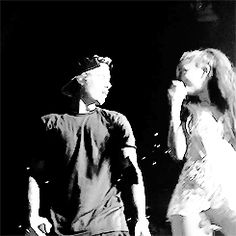 """During a surprise duet with Ariana Grande, the Biebs totally flubbed on the lyrics to """"Love Me Harder"""". Ariana And Justin, Ariana Grande Justin Bieber, Justin Bieber Lyrics, All About Justin Bieber, Ariana Grande Music Videos, Ariana Grande Photos, Justin Bieber Kendall Jenner, Reef Girls, Love Me Harder"""