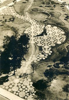 This pathway reminds me of a DNA strand. Way cool! Parque Brigadeiro Eduardo Gomes- Roberto Burle Marx