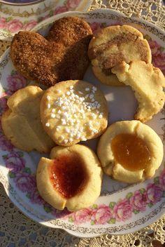När man ska bjuda på fika är det ultimata att bjussa på hela sju sorters olika kakor. Men det behöver inte innebära att man måste göra masso...