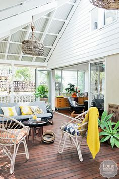 Cosy covered outdoor spaces - A covered outdoor room – especially if it's screened at the sides too – extends your indoor living areas and allows for a wide range of furniture and furnishings. Home Beautiful Indoor Outdoor Living, Outdoor Areas, Outdoor Rooms, Outdoor Dining, Outdoor Decor, Outdoor Kitchens, Outdoor Lounge, Beach Patio, Luxury Pools