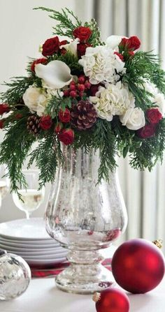 Christmas Floral Centerpieces – Paula Deen Magazine 384 × 728 Pixel The post Christmas Floral Table Flower Arrangements, Christmas Flower Arrangements, Floral Centerpieces, Tall Centerpiece, Centerpiece Ideas, Wedding Centerpieces, Flower Table, Christmas Vases, Christmas Flowers