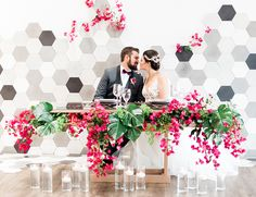 This fuchsia wedding inspiration on our wedding blog today combines two of our favorite modern trends - tropical florals and contemporary venues. The 1912 was just the blank canvas Perfect The Event needed to create this marvelous photoshoot.