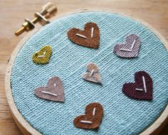 madamecupcake: Teeny Hearties Wall Wear (by Janick) Diy Arts And Crafts, Crafts For Kids, Diy Crafts, Cross Stitch Embroidery, Embroidery Hoops, Embroidery Ideas, Hand Embroidery, Jewelry Wall, Heart Crafts