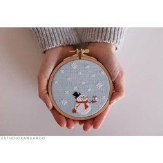 Snowman Cross Stitch Pattern, Xmas Cross Stitch, Cross Stitch Christmas Ornaments, Cross Stitch Cards, Cross Stitch Kits, Cross Stitching, Cross Stitch Embroidery, Free Cross Stitch Charts, Hand Embroidery