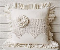Pillow with vintage crochet Cheap Pillows, Kids Pillows, Throw Pillows, Pillow Fabric, Quilted Pillow, Fabric Crafts, Sewing Crafts, Shabby Chic Cushions, Ring Pillow Wedding