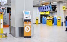 """L'aeroporto di Amsterdam Schiphol ha annunciato di aver installato un """"Bitcoin ATM"""" per consentire ai passeggeri di convertire euro in Bitcoin e Ethereum."""