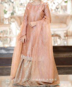 Pakistani Engagement Dresses, Asian Wedding Dress Pakistani, Pakistani Fancy Dresses, Asian Bridal Dresses, Pakistani Fashion Party Wear, Indian Fashion Dresses, Pakistani Dress Design, Dress Fashion, Indian Gowns