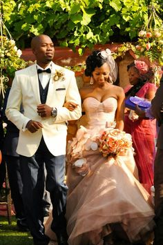 South African Wedding Her dress color is very unique South African Weddings, African American Weddings, Nigerian Weddings, African Traditional Wedding, Traditional Wedding Dresses, Traditional Weddings, Afro, African Wedding Attire, Multicultural Wedding