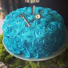 Rose cake for alice in wonderland baby shower www.leilahscupcake.blogspot.com