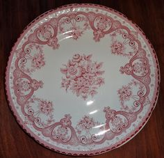 Salad Plate in the red Tonquin pattern from Clarice Cliff. Clarice Cliff, China Patterns, Salad Plates, Red And Pink, Decorative Plates, England, Floral, Home Decor, Chinese Patterns