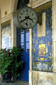 Railway Station of Leiria. Portuguese Culture, Portuguese Tiles, Trains, Visit Portugal, Beautiful Sites, Train Station, Places Around The World, Lisbon, Clock