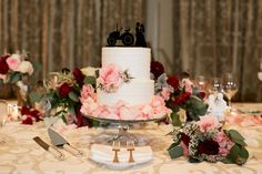The Cake  / Wrap It Up Parties / Chicago Wedding / Chicago Wedding Planner / Partial Wedding Planning / Day of Wedding Planner / Winter Wedding