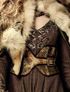 Details of the the daily clothing of Lady Gaera of House Dawnbreak, the ruling House, of the Noble Moors.