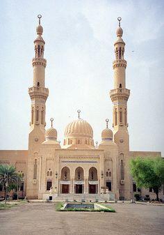 um al-tubol mosque; baghdad, 2003