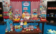 Mesa decorativa para festas infantis Rustica, com o tema circo.