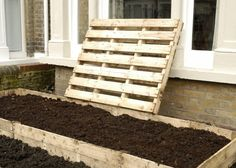 Here's one I made earlier! In the raised bed are orange tulips, 'Ballerina', the pink tulips are 'Curly Sue', plus some orange Ranunculus and giant red Mustard leaf (a… Raised Flower Beds, Raised Garden Beds, Raised Beds, Bedding Sets Online, Luxury Bedding Sets, Allotment Ideas Budget, Garden Design Ideas Videos, Garden Ideas, Garden Tips