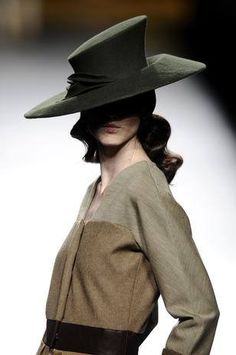 ION FIZ & Hats by Biliana Borissova. Mercedes-Benz Fashion Week Madrid.