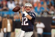 NFL scores and results Tom Brady throws 2 picks but recovers, Jimmy Garoppolo solid Why Do People, Tom Brady, Scores, Football Helmets, Nfl, Toms, Entertaining, Nfl Football, Funny