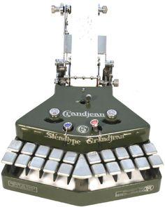 Estenotipia Grandjean. 1910. La estenotipia, o máquina de escribir taquigrafía, fue inventado en 1909 por el francés Marc Grandjean. Todavía está en uso en Europa, tres modelos diferentes que se realizan por la empresa original en París. La máquina se ha ilustrado anteriormente, probablemente se remonta a la década de 1920.