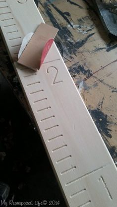 Tips for staining and completing a Home Depot Growth Chart Ruler, or you can DIY it and make one yourself using stock lumber and vinyl numbers or stencils & paint. Fine Woodworking, Woodworking Projects, Home Depot, Diy Wood Projects, Wood Crafts, Projects To Try, Wooden Diy, Wooden Signs, Wooden Ruler
