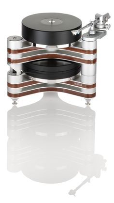 Clearaudio's Master Innovation Wood is the ultimate expression of the Innovation Wood platform. It features a magnetic platter drive system based upon the award winning and incomparable Statement turntable.