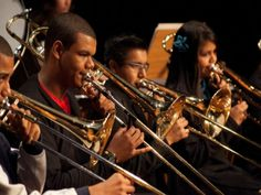 Composta por meninos e meninas de 11 a 15 anos, a Banda Sinfônica Infanto-Juvenil do Projeto Guri toca na Praça Victor Civita.