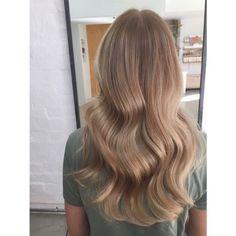 52 gorgeous honey blonde hairstyles and hairstyles that you will love . - 52 gorgeous honey blonde hairstyles and hairstyles you& love - Ombre Hair Color, Blonde Color, Inspo Cheveux, Blond Hairstyles, Easy Hairstyles, Hair Blond, Dark Blonde Ombre Hair, Natural Dark Blonde, Blonde Waves