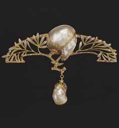 Brooch with leaves and blossoms, circa 1901, designed by Charles Desrosiers for Georges Fouquet. Gold, enamel and baroque pearl.