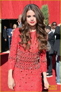 Selena Gomez: 2013 ESPY Awards. Middle parted defined curls.