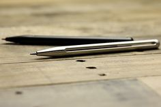 El lápiz Penxo, deberíamos tener uno... Penxo Minimalist 2mm Lead Holder Pencil. Diseñador: Brian Tong TAK