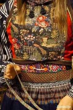 Rouwdracht Folk Clothing, Historical Clothing, European Costumes, Corrie Ten Boom, Going Dutch, Tribal Dress, Wedding Costumes, Children Images, Folk Costume