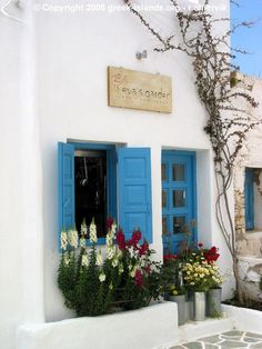 "Greece Travel Inspiration - ""Eva's Garden"" bar / restaurant in Folegandros, Greece"