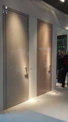 Nuances cipria ad effetto bon ton per le porte laccate Rever (design Cini Boeri) di #Tre Più.  #MADEexpo