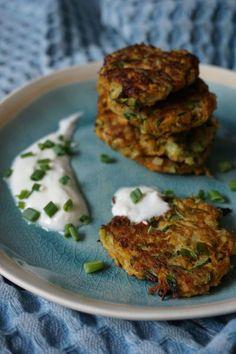 BLW Rezept: vegetarische Gemüsepuffer aus Zucchini ab 6 Monate / breifrei Rezept / baby-led weaning recipe