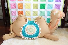 Awwww I so need a stuffed camel!  This is one of the cutest kid project / craft I've ever seen!!!