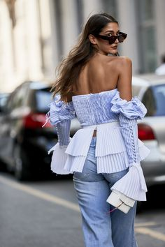 street style 2018 2 Attendees at Milan Fashion Week Spring 2019 - Street Fashion you can find similar pins below. Fashion Mode, Street Fashion, High Fashion, Fashion Outfits, Womens Fashion, Fashion Trends, Jeans Fashion, Cheap Fashion, Fashion Tips